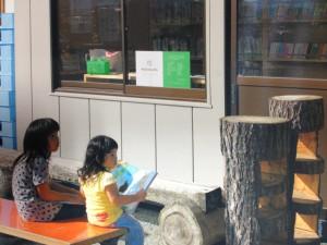 他地区に設置した図書館利用風景